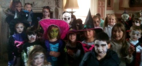 junior-witches-in-great-hall-3