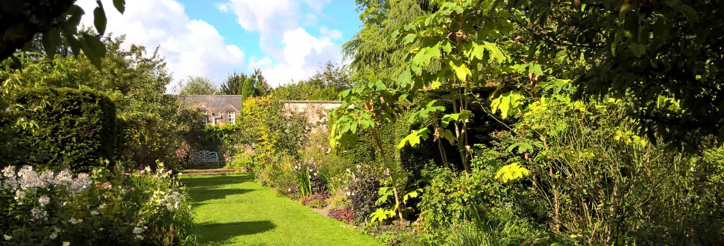 walled-garden-banner-05